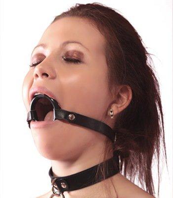 Порно кольцо во рту