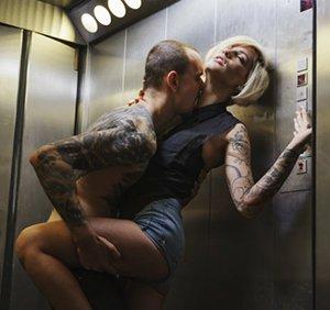 Секс в лифте самий лучше секс