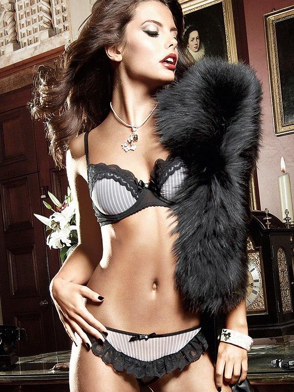 Трусики Agent Of Love с рюшами  черный/розовый, S/M (Baci Lingerie, США)