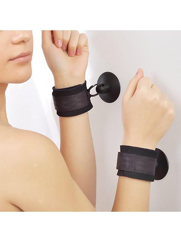 Неопреновые наручники Sitabella с присоской - черный неопреновые наручники sitabella с присоской черный