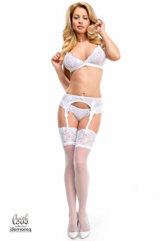 Романтичный комплект с поясом и чулками Demoniq Iga Premium белого цвета – S
