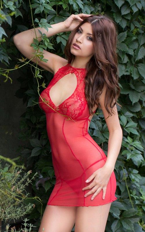 Комплект СОНЯ красного цвета: сорочка и стринги  M/L