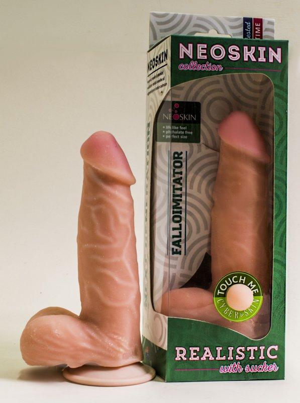 Фаллоимитатор NeoSkin 17,5 x 4 см на присоске – телесный
