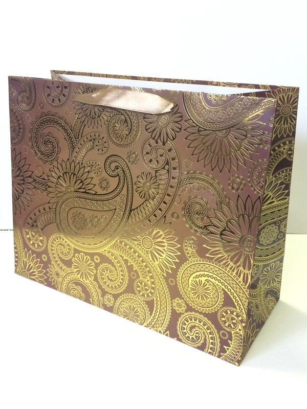 Ламинированный подарочный пакет с золотистым узором (327*264*136)