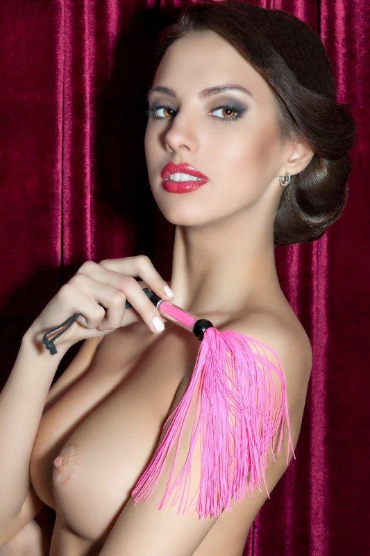 Флоггер 26 см с резиновыми хвостами TOYFA Theatre – розовый
