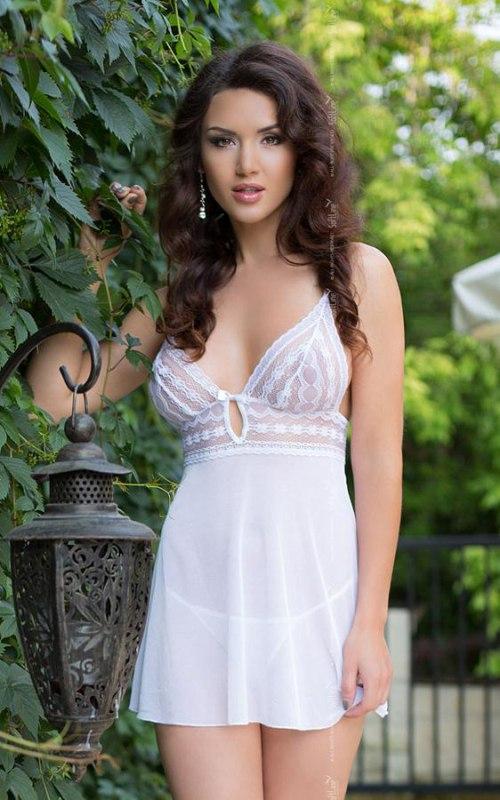 Комплект ВАНЕССА белого цвета: сорочка и стринги – S/M