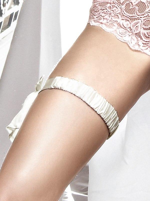 Белая сатиновая подвязка с накладкой Accessoires
