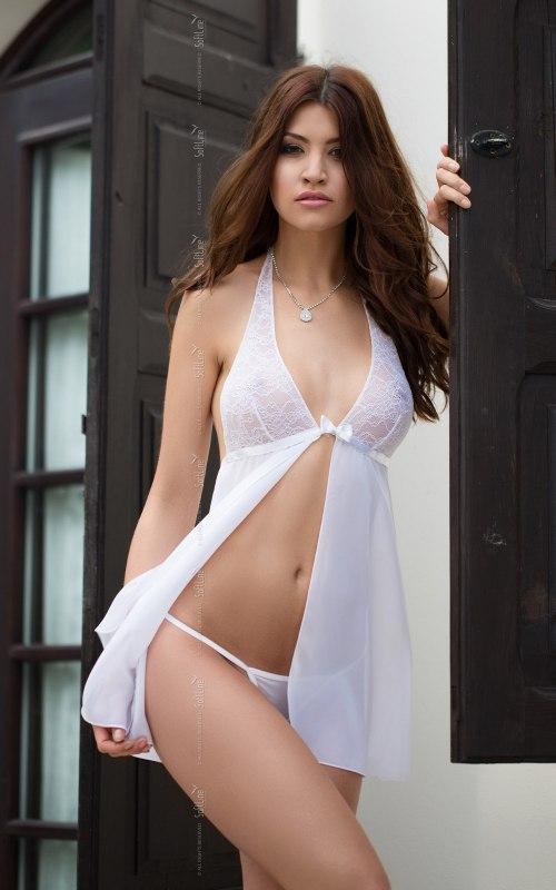 Комплект ИРИНА белого цвета: сорочка и стринги – M/L