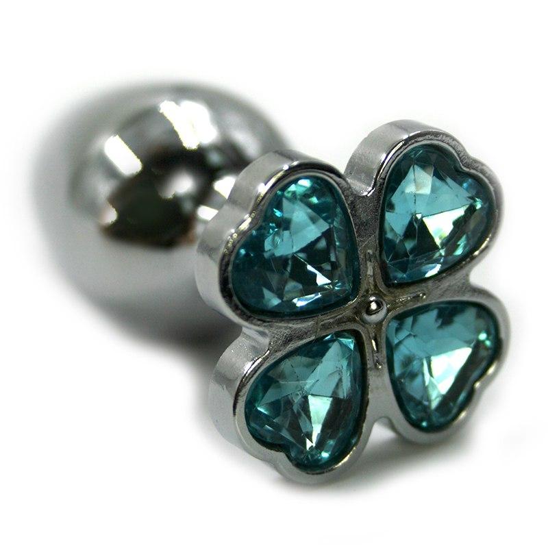 Маленькая алюминиевая анальная пробка Kanikule Small с кристаллом в форме четырехлистного клевера – серебристый с голубым