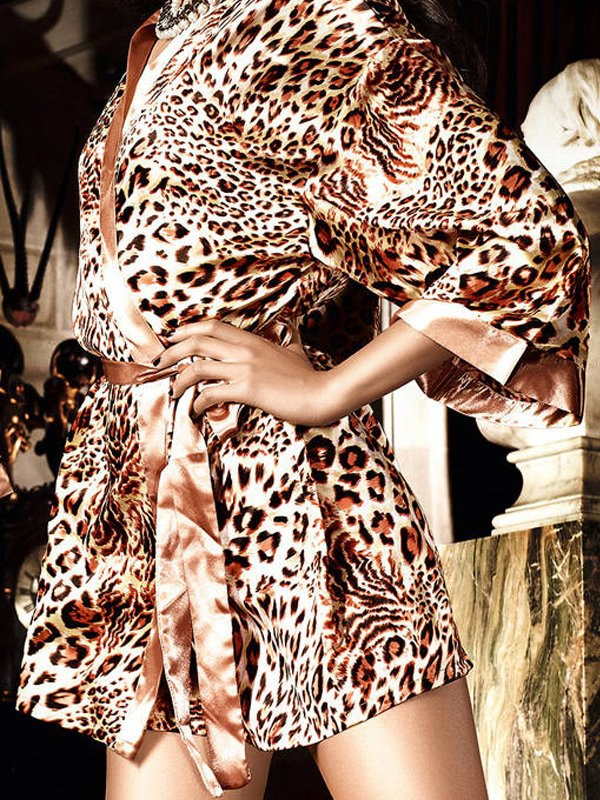 Атласное кимоно Beauty Inside The Beast  леопардовый (Baci Lingerie, США)