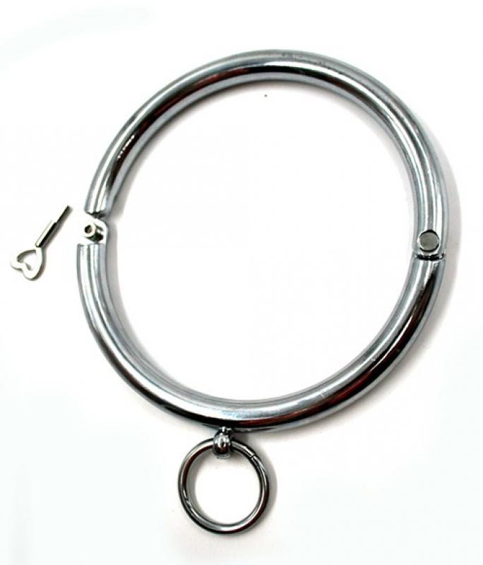 Ошейник металлический с кольцом для фиксации.