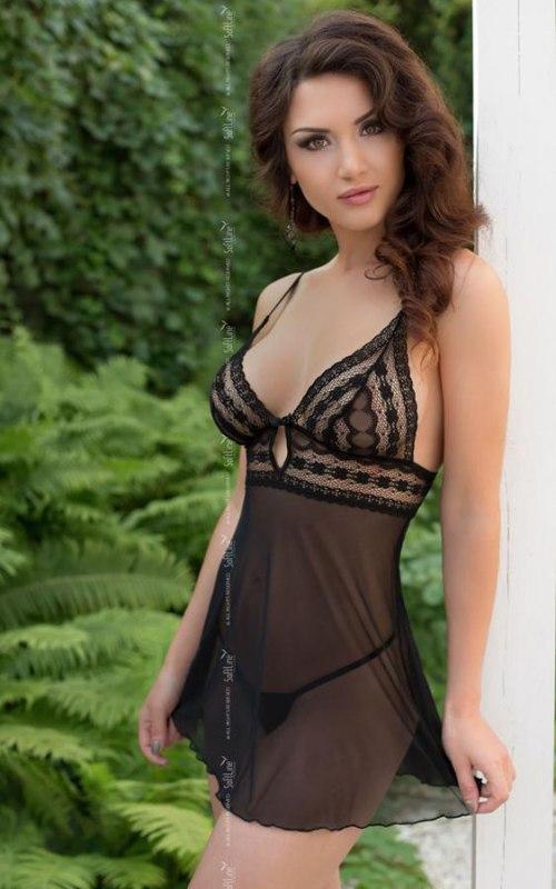 Комплект ВАНЕССА черного цвета: сорочка и стринги – M/L